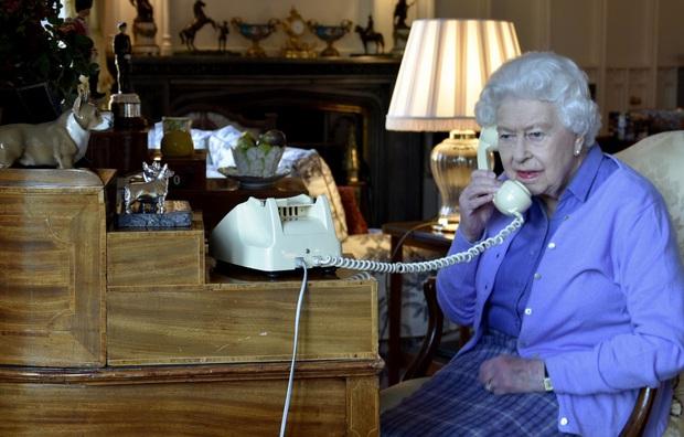 Cuộc đời Nữ hoàng Elizabeth II qua ảnh: Vị nữ vương ngồi trên ngai vàng lâu nhất trong lịch sử các vương triều của nước Anh - Ảnh 29.
