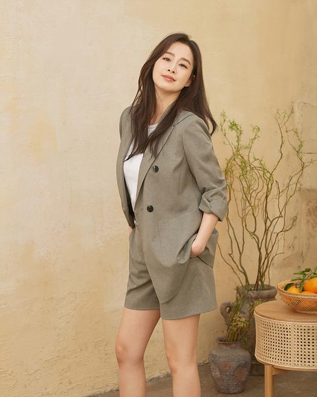 Kim Tae Hee - Bi Rain đang càn quét châu Á: Chồng gây nổ vì 1 clip cover, vợ vừa tung ảnh tạp chí đã sốt xình xịch - Ảnh 6.