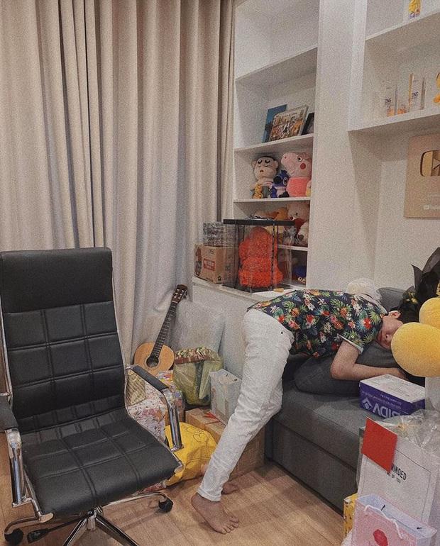 Jack lần đầu hé lộ rõ nét căn hộ hiện tại: Quà tặng sắp mệt nghỉ, nhưng vật đặc biệt chễm chệ giữa phòng mới gây chú ý - Ảnh 5.