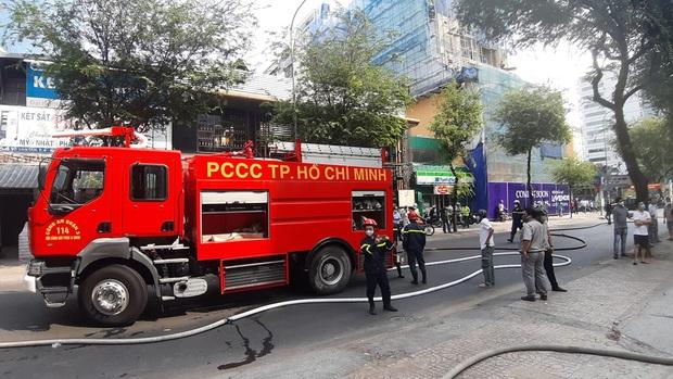 Cơ sở spa ở trung tâm Sài Gòn bị cháy trong ngày đầu nới lỏng cách ly xã hội - Ảnh 2.