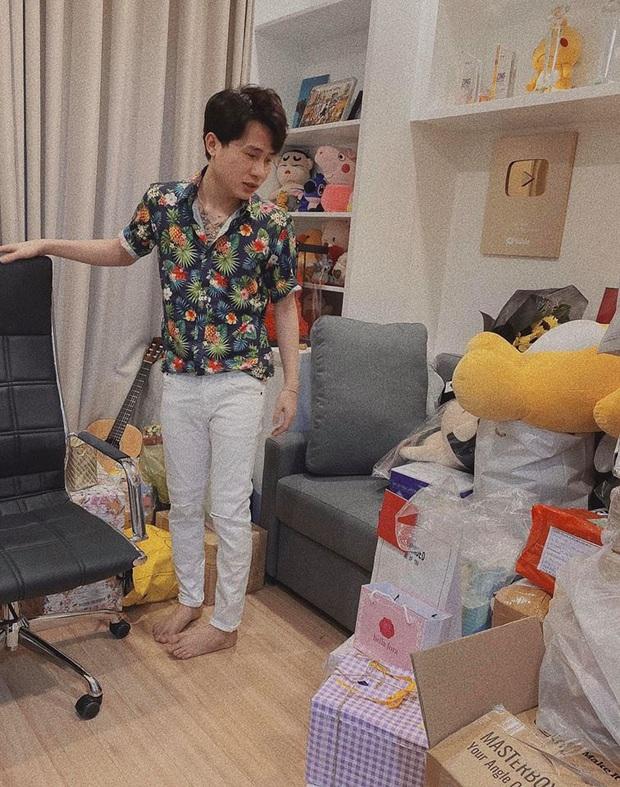 Jack lần đầu hé lộ rõ nét căn hộ hiện tại: Quà tặng sắp mệt nghỉ, nhưng vật đặc biệt chễm chệ giữa phòng mới gây chú ý - Ảnh 2.