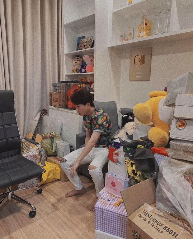 Jack lần đầu hé lộ rõ nét căn hộ hiện tại: Quà tặng sắp mệt nghỉ, nhưng vật đặc biệt chễm chệ giữa phòng mới gây chú ý - Ảnh 4.