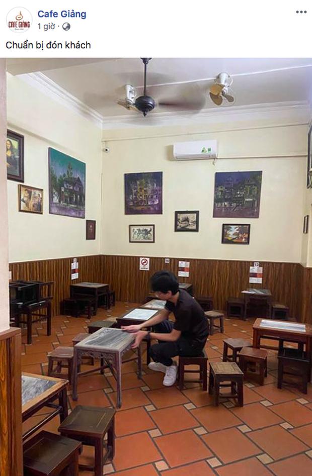 Hàng quán ăn uống Hà Nội - Sài Gòn sáng ngày đầu tiên nới lỏng giãn cách xã hội: Ít nơi mở cửa, còn lại vẫn im lìm hoặc chỉ bán online - Ảnh 1.