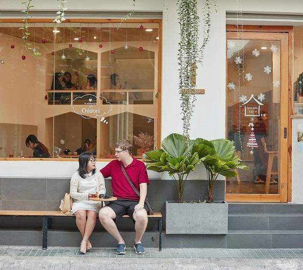 Hàng quán ăn uống Hà Nội - Sài Gòn sáng ngày đầu tiên nới lỏng giãn cách xã hội: Ít nơi mở cửa, còn lại vẫn im lìm hoặc chỉ bán online - Ảnh 28.