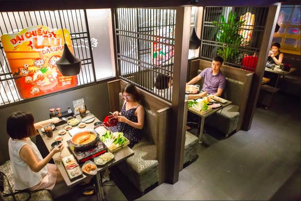 Hàng quán ăn uống Hà Nội - Sài Gòn sáng ngày đầu tiên nới lỏng giãn cách xã hội: Ít nơi mở cửa, còn lại vẫn im lìm hoặc chỉ bán online - Ảnh 18.