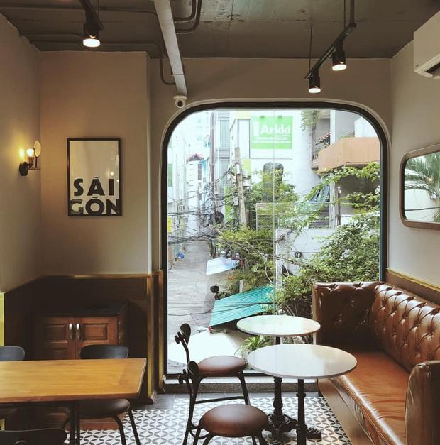 Hàng quán ăn uống Hà Nội - Sài Gòn sáng ngày đầu tiên nới lỏng giãn cách xã hội: Ít nơi mở cửa, còn lại vẫn im lìm hoặc chỉ bán online - Ảnh 27.