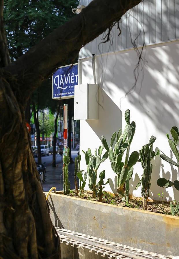 Hàng quán ăn uống Hà Nội - Sài Gòn sáng ngày đầu tiên nới lỏng giãn cách xã hội: Ít nơi mở cửa, còn lại vẫn im lìm hoặc chỉ bán online - Ảnh 22.