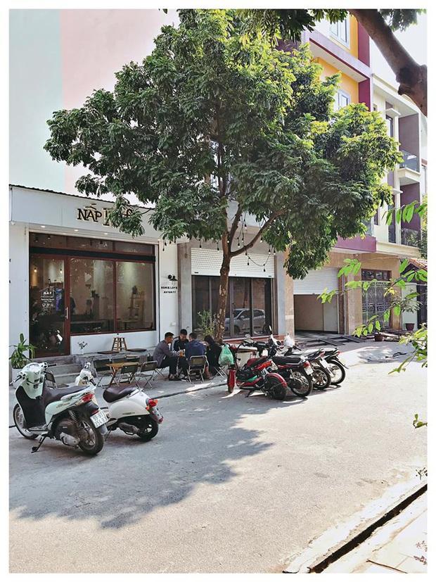 Hàng quán ăn uống Hà Nội - Sài Gòn sáng ngày đầu tiên nới lỏng giãn cách xã hội: Ít nơi mở cửa, còn lại vẫn im lìm hoặc chỉ bán online - Ảnh 31.