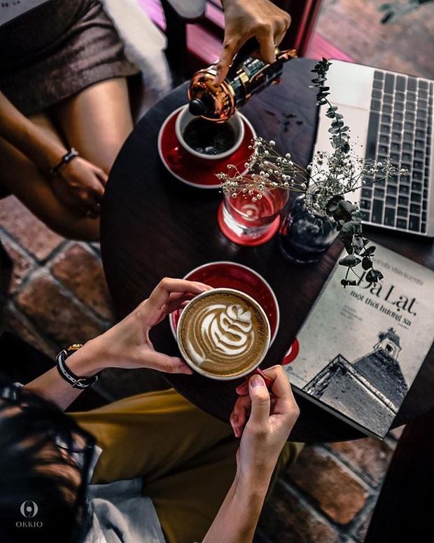 Hàng quán ăn uống Hà Nội - Sài Gòn sáng ngày đầu tiên nới lỏng giãn cách xã hội: Ít nơi mở cửa, còn lại vẫn im lìm hoặc chỉ bán online - Ảnh 23.