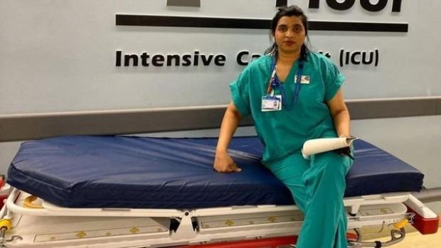 Đau thương trong phòng ICU ở Anh: Y tá rút ống thở, nắm tay an ủi cho đến khi bệnh nhân trút hơi thở cuối cùng - Ảnh 2.