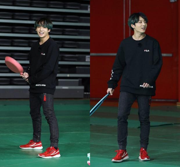 Kỷ niệm tập 100 của show thực tế riêng, BTS chơi đánh cầu bằng chảo và tạo một loạt meme khiến fan cười ngất - Ảnh 3.