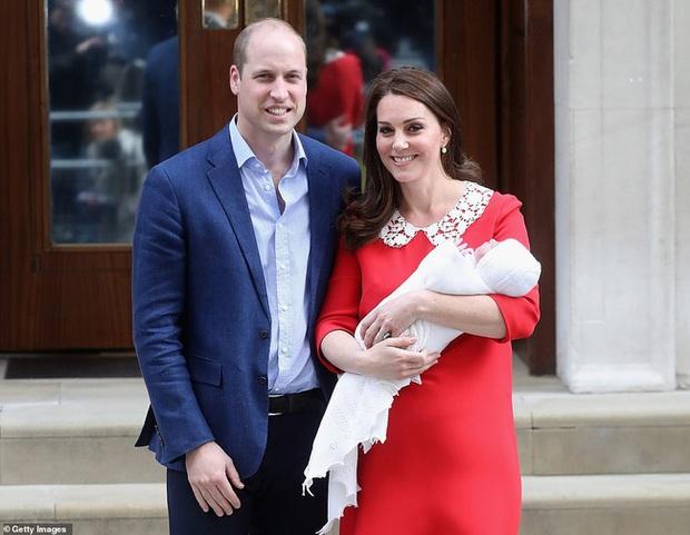 Hôm nay Hoàng tử Louis tròn 2 tuổi, Công nương Kate thực hiện bộ ảnh đặc biệt chưa từng thấy dành cho con trai út khiến người hâm mộ thích thú - Ảnh 8.