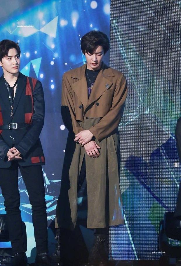 Bài bản đến phát sợ như Kbiz: Netizen phát hiện các idol nhà SM đều được đào tạo chung một lò tuyệt chiêu tạo dáng sang chảnh - Ảnh 9.