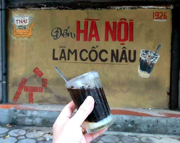 Hàng quán ăn uống Hà Nội - Sài Gòn sáng ngày đầu tiên nới lỏng giãn cách xã hội: Ít nơi mở cửa, còn lại vẫn im lìm hoặc chỉ bán online - Ảnh 8.