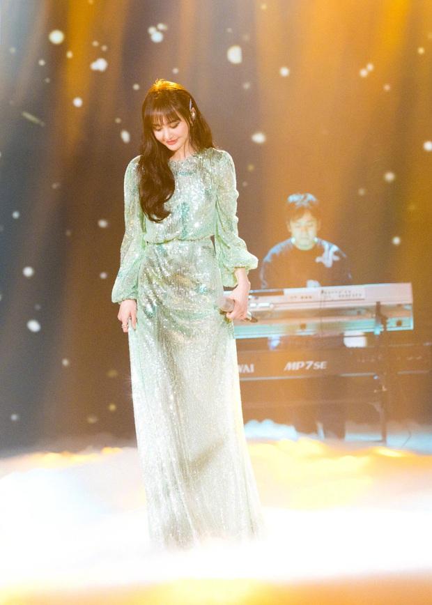 Đẳng cấp mỹ nhân Cbiz diện váy lấp lánh: Angela Baby đẹp tựa cổ tích, Nhiệt Ba - Dương Tử thăng hạng visual vùn vụt - Ảnh 10.