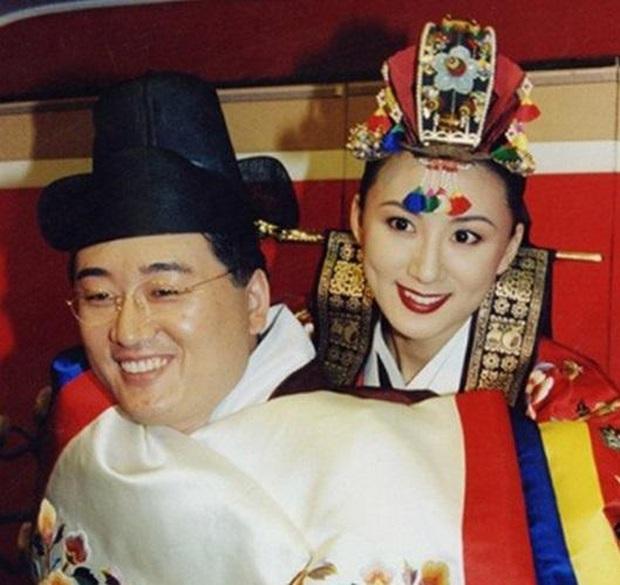 Bà cả Thế giới hôn nhân Kim Hee Ae: Ảnh hậu lấy Bill Gates xứ Hàn, con học trường quốc tế, U55 vẫn gây sốc vì cảnh 18+ - Ảnh 18.
