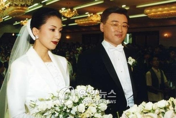 Bà cả Thế giới hôn nhân Kim Hee Ae: Ảnh hậu lấy Bill Gates xứ Hàn, con học trường quốc tế, U55 vẫn gây sốc vì cảnh 18+ - Ảnh 23.