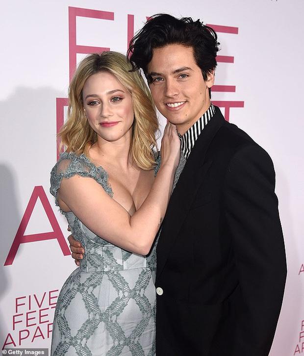 Biến Hollywood: Tài tử Zack & Cody bị tố lén lút với con gái Cindy Crawford, khiến bạn gái diễn viên lên MXH văng tục - Ảnh 2.