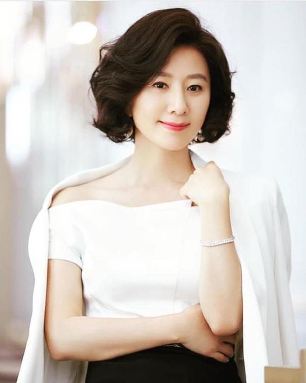 Bà cả Thế giới hôn nhân Kim Hee Ae: Ảnh hậu lấy Bill Gates xứ Hàn, con học trường quốc tế, U55 vẫn gây sốc vì cảnh 18+ - Ảnh 5.