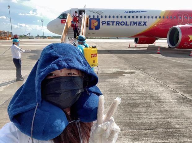 Bà xã Đăng Khôi bật khóc nức nở về Việt Nam sau 2 tháng mắc kẹt tại Singapore - Ảnh 6.