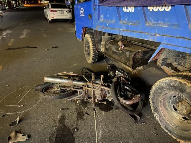 Vật nhỏ rơi lại hiện trường tố cáo tài xế Camry gây tai nạn ở Đà Nẵng rồi lái xe bỏ trốn Quảng Ngãi - Ảnh 2.