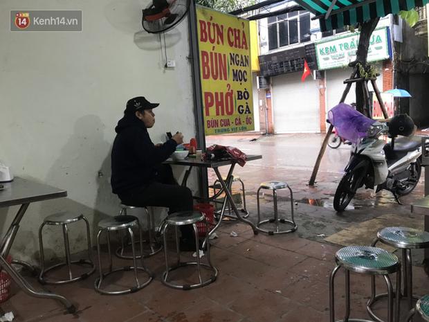 Hà Nội: Hàng quán đồng loạt mở cửa sau ngày đầu thực hiện nới lỏng cách ly xã hội do dịch bệnh COVID-19 - Ảnh 17.