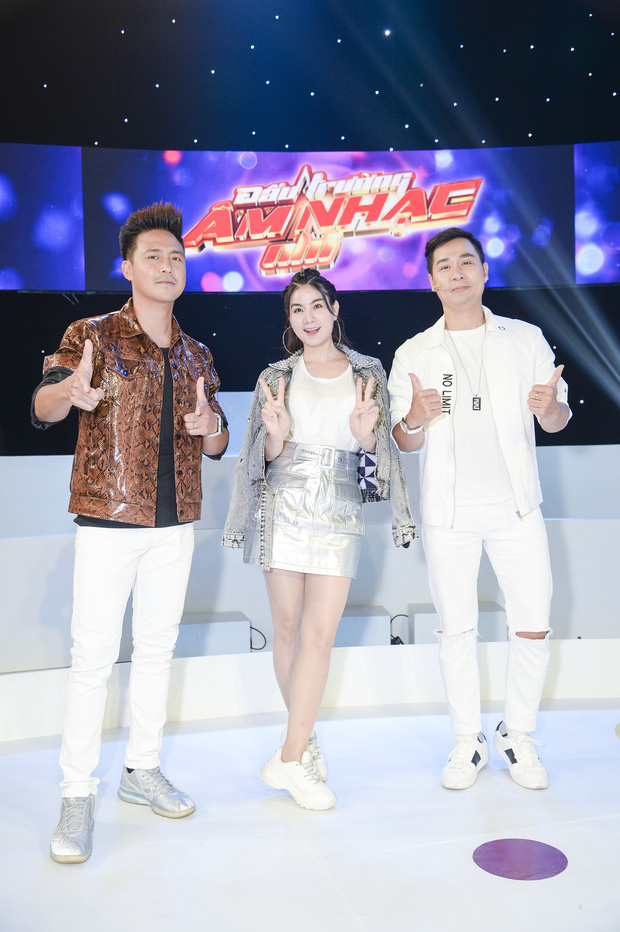 Đại Nghĩa giật mình khi bị Nguyên Khang phản ánh gu thời trang trên sóng truyền hình - Ảnh 4.