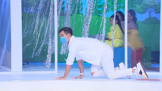 Đại Nghĩa giật mình khi bị Nguyên Khang phản ánh gu thời trang trên sóng truyền hình - Ảnh 1.