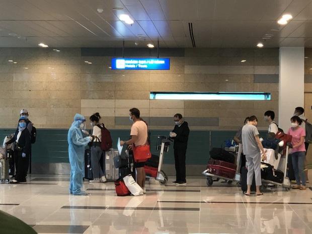 Sân bay Cần Thơ đón 215 công dân từ Singapore về nước - Ảnh 3.