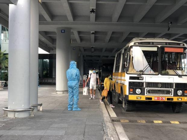 Sân bay Cần Thơ đón 215 công dân từ Singapore về nước - Ảnh 8.
