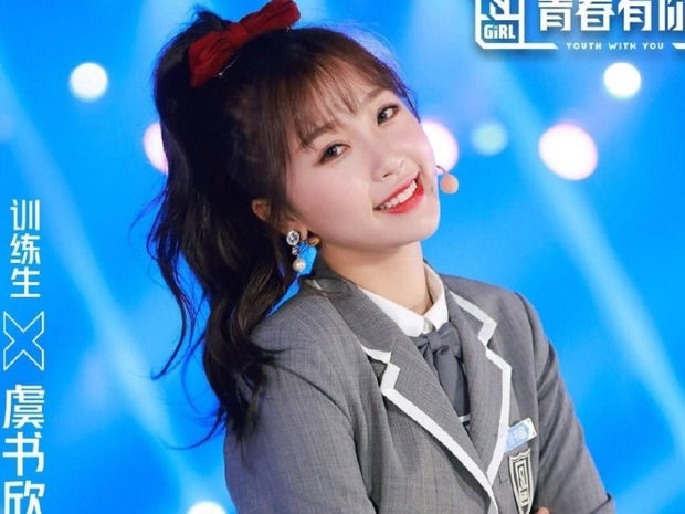 Tưởng Ngu Thư Hân chỉ hát nhảy trung bình, nổi vì cuồng Lisa, ai dè no.1 hot search Weibo nhờ thực lực sau màn khoe giọng gây choáng - Ảnh 1.