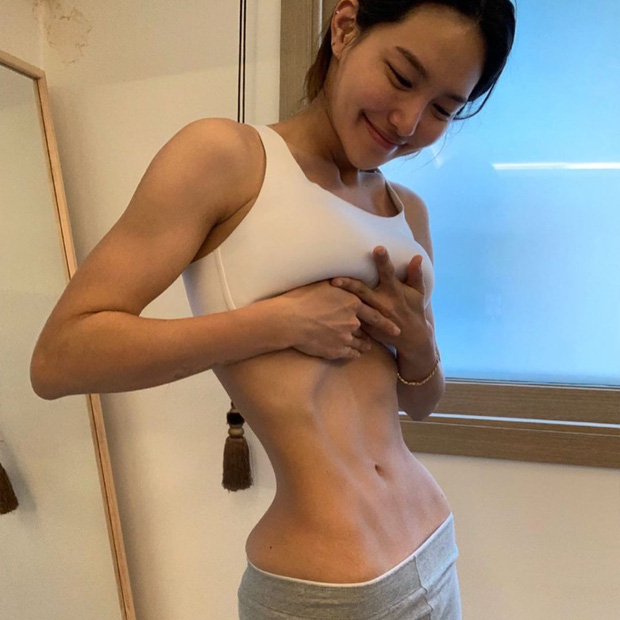 HLV fitness Hàn Quốc gây sốt với màn giảm cân thần thánh, sở hữu vòng 2 nhỏ đến mức dân tình không tin, cho rằng ảnh đã qua chỉnh sửa - Ảnh 3.