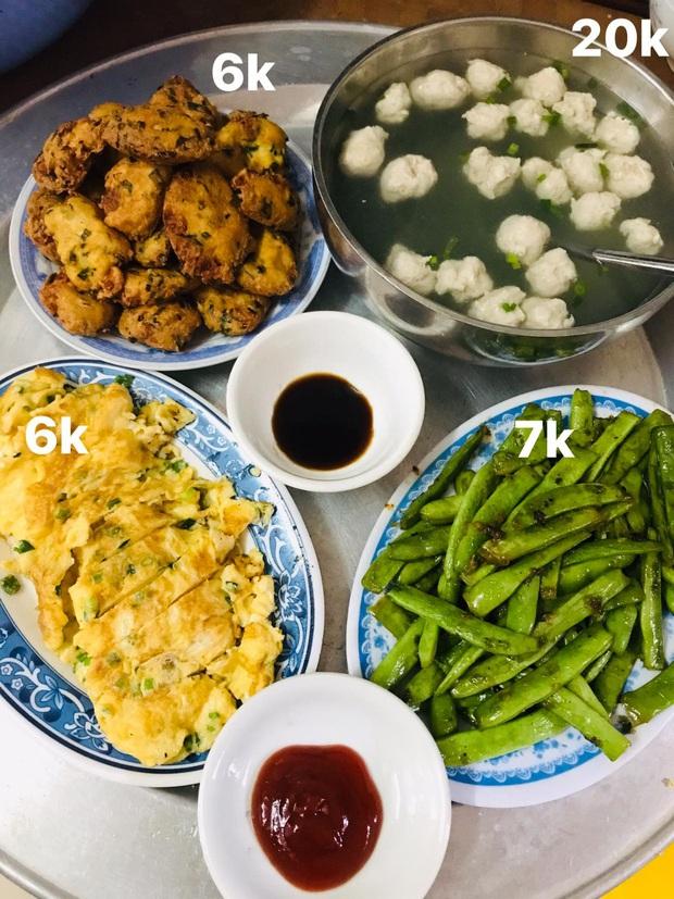 Mâm cơm cho 6 người ăn chỉ hết 40k khiến dân tình cảm thấy khó tin, hỏi gấp chỗ mua thức ăn rẻ không tưởng thế kia - Ảnh 1.