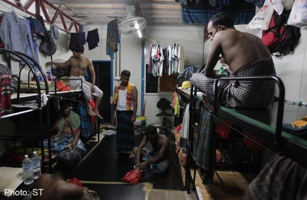 Covid-19 để lộ ra mặt trái của xã hội Singapore: Có một tầng lớp đã và đang bị phân biệt rõ ràng đến đáng sợ - Ảnh 2.