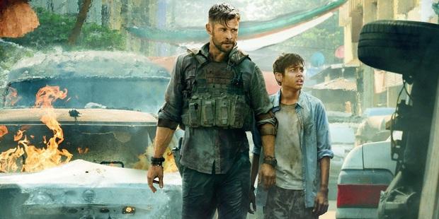 Extraction: Thor Chris Hemsworth đấm bay kẻ xấu cực đã mắt nhưng mất điểm vì kịch bản nghèo nàn - Ảnh 2.