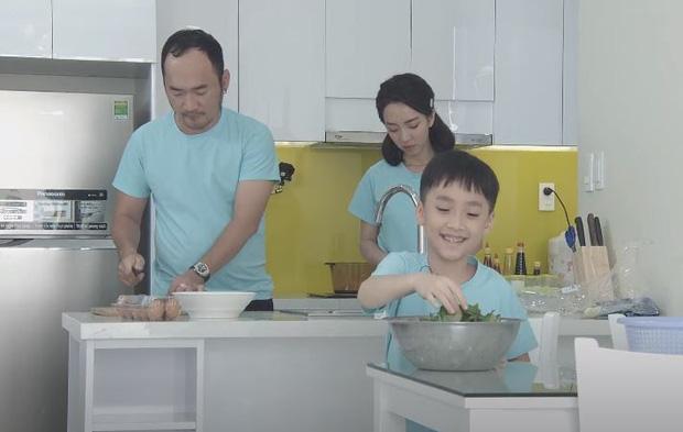 Bé Andy khen mẹ Thu Trang tới tấp dù bố Tiến Luật xếp vợ vào hội... Ghét Bếp - Ảnh 1.