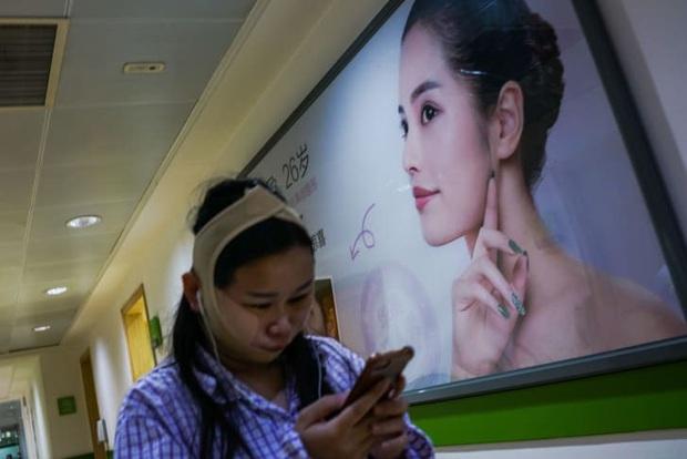 Ngành công nghiệp sắc đẹp Trung Quốc thời 4.0: Hành trình nguy hiểm từ các app tư vấn đập đi xây lại đến hàng chục lần nằm trên bàn mổ - Ảnh 3.