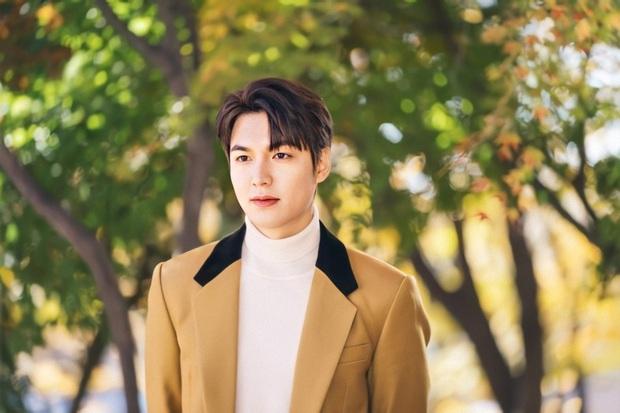 Quân vương Lee Min Ho đẹp trai thì đã rõ nhưng có lúc lại luộm thuộm sai sai, ra là tại ham diện quần ống rộng đây mà - Ảnh 1.
