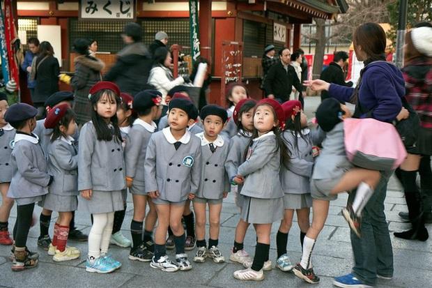 Những bộ đồng phục học sinh độc đáo nhất thế giới: Từ sườn xám cách điệu đến chân váy ngắn huyền thoại bước ra từ manga - Ảnh 9.