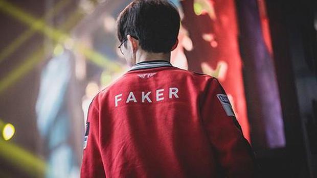 T1 của Faker mất 2 lượt cấm trong trận chung kết LCK vì đến muộn, fan điên tiết phẫn nộ! - Ảnh 1.
