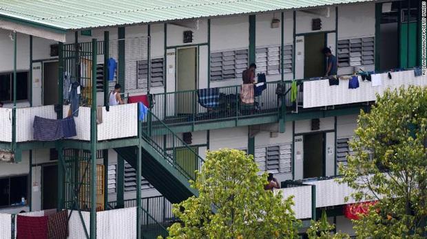 Covid-19 để lộ ra mặt trái của xã hội Singapore: Có một tầng lớp đã và đang bị phân biệt rõ ràng đến đáng sợ - Ảnh 1.