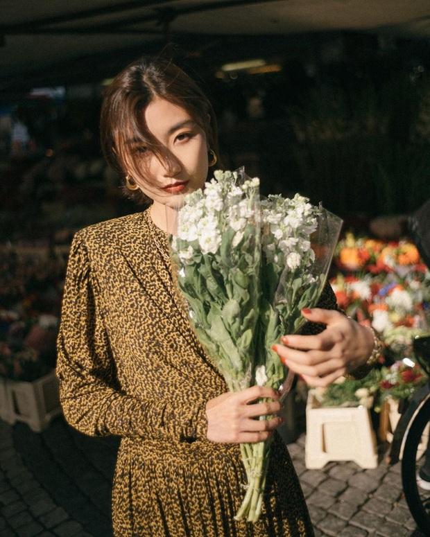 12 cách tạo dáng với hoa cho bạn những tấm hình tây tây và sang xịn hết cỡ, không nhận like tới tấp hơi phí - Ảnh 12.