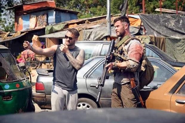 Extraction: Thor Chris Hemsworth đấm bay kẻ xấu cực đã mắt nhưng mất điểm vì kịch bản nghèo nàn - Ảnh 3.