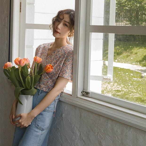 12 cách tạo dáng với hoa cho bạn những tấm hình tây tây và sang xịn hết cỡ, không nhận like tới tấp hơi phí - Ảnh 3.