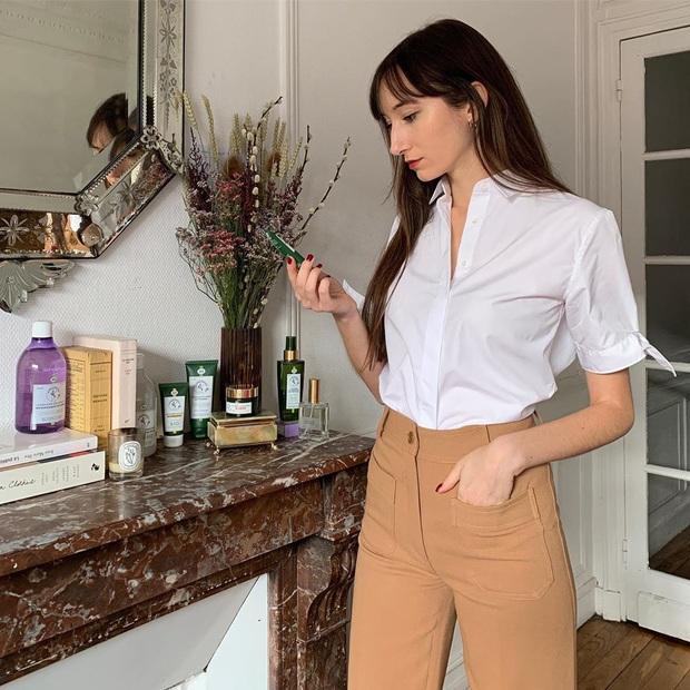 Các người đẹp Pháp thích áo sơ mi ngắn tay cực kỳ, diện lên trẻ trung mà điểm thanh lịch cũng cao ngất - Ảnh 7.