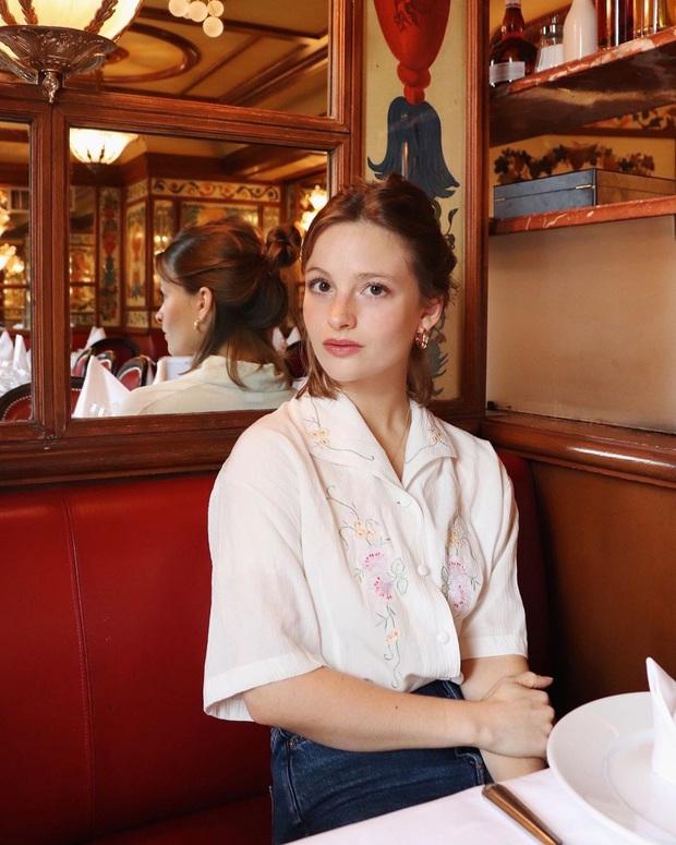 Các người đẹp Pháp thích áo sơ mi ngắn tay cực kỳ, diện lên trẻ trung mà điểm thanh lịch cũng cao ngất - Ảnh 8.