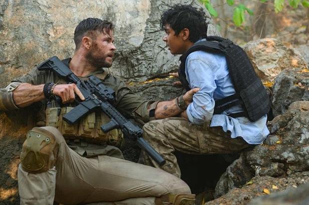 Extraction: Thor Chris Hemsworth đấm bay kẻ xấu cực đã mắt nhưng mất điểm vì kịch bản nghèo nàn - Ảnh 1.