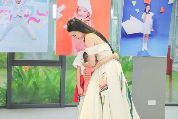 Model Kid: Thí sinh nhí dũng cảm nói sự thật, host Thúy Hạnh trách nhầm HLV Hương Ly trong tập Bán kết - Ảnh 7.