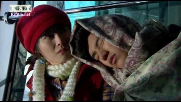 Lee Min Ho muôn đời xài một chiêu nịnh crush, có chắc hữu dụng với Kim Go Eun ở Quân Vương Bất Diệt không anh? - Ảnh 4.