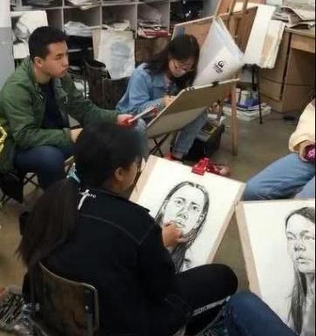 Đỉnh như sinh viên Mỹ thuật vẽ lại chân dung tội phạm sau khi bị trộm, giúp cảnh sát phá án chỉ sau vài giờ đồng hồ - Ảnh 2.